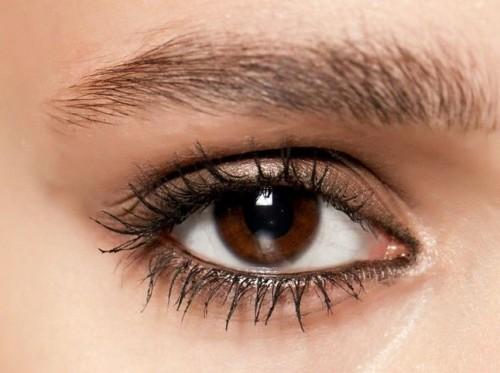 Come truccare gli occhi scuri bellezza in salute - Occhi colori diversi ...